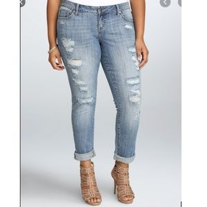 TORRID BOYFRIEND JEAN - LIGHT WASH WITH DESTRUCTIO